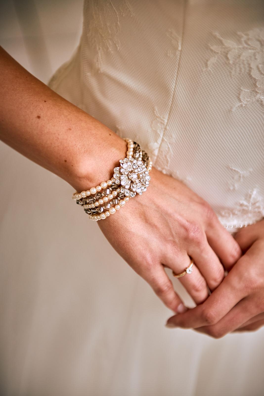 Hochzeitsfotografie Trier Ring und Armreif