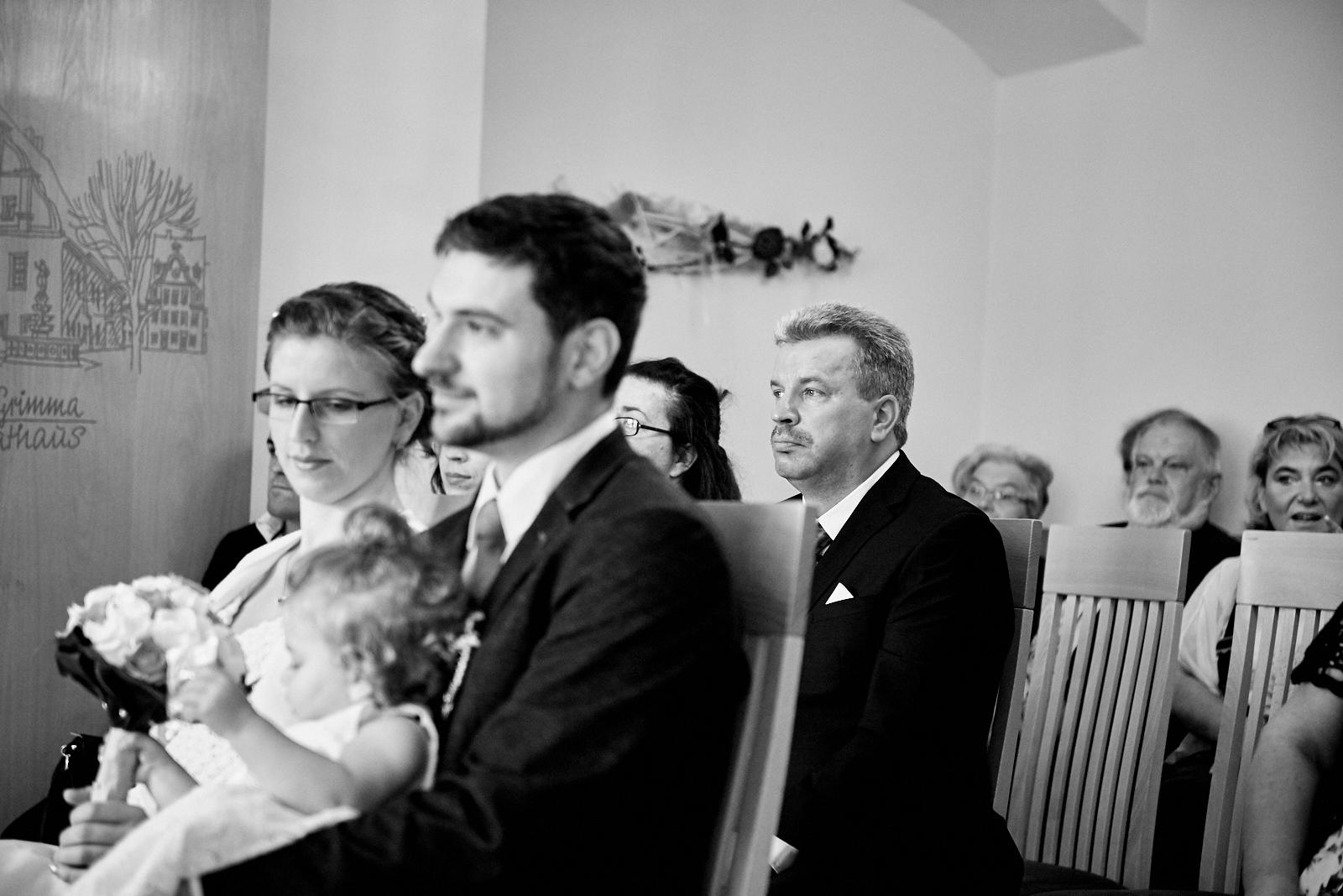 Hochzeit Grimma Fotograf Braut und Bräutigam Brautvater
